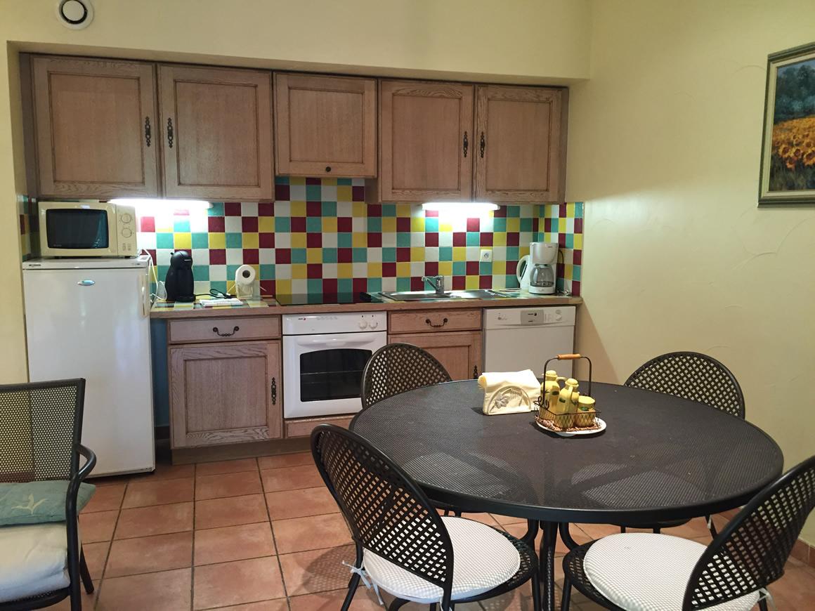 location vacances villa nice cuisine quip e domaine. Black Bedroom Furniture Sets. Home Design Ideas