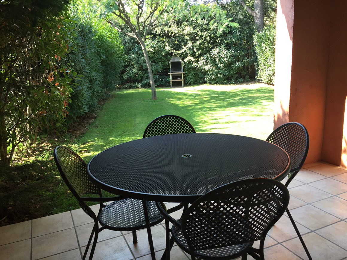 https://www.respelido.co.uk/wp-content/uploads/2016/09/location-vacances-villa-nice-detente.jpeg