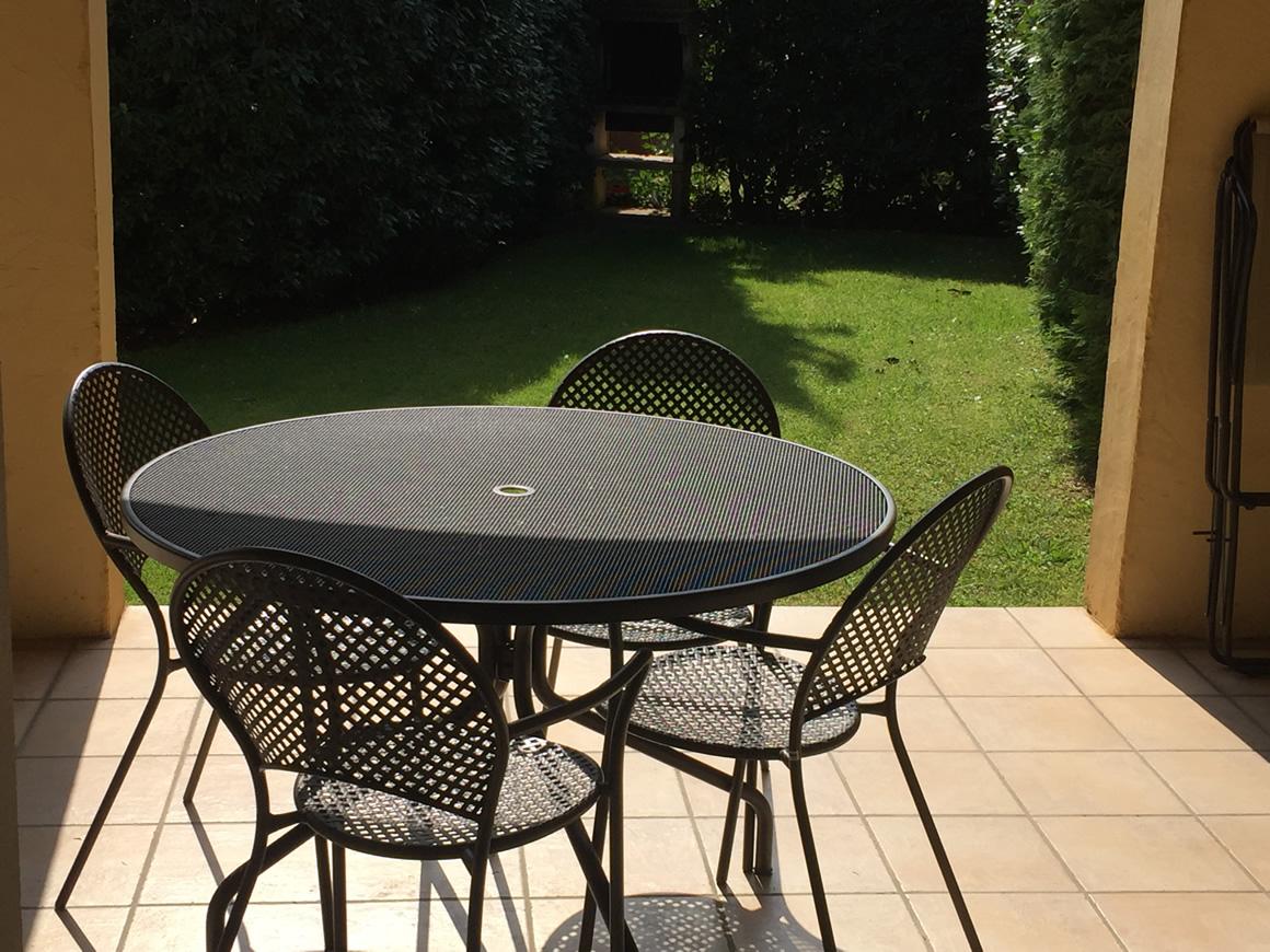 s jour bien tre en amoureux terrasse couverte et jardin priv domaine de respelido. Black Bedroom Furniture Sets. Home Design Ideas
